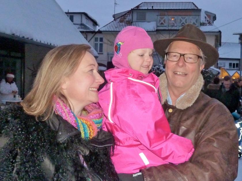 Lotte, Thea og Peter til juletræstænding i Hornbæk sidste år