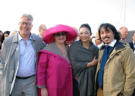 Fra venstre Peter Grønholt, Lotte Lund og to af Ilse Jacobsens japanske agenter. Foto: Susanne Buhl.