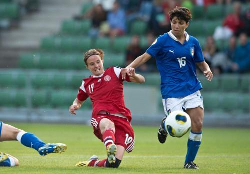 Til daglig balancerer landsholdspiller Mia Brogaard familie, arbejde og sport. Søndag aften kommer hun til Hornbæk. Foto: Per Kjærbye/fodboldbilleder.dk