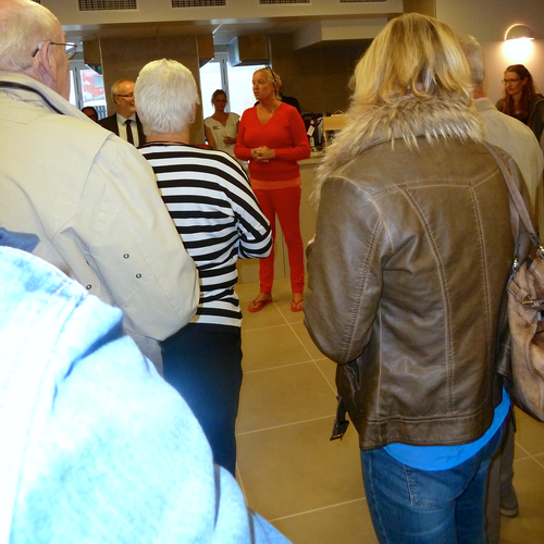Billede: Ilse Jacobsen indviede sit nye Kurbad i Hornbæk i selskab med inviterede gæster. Foto: Lotte Lund.
