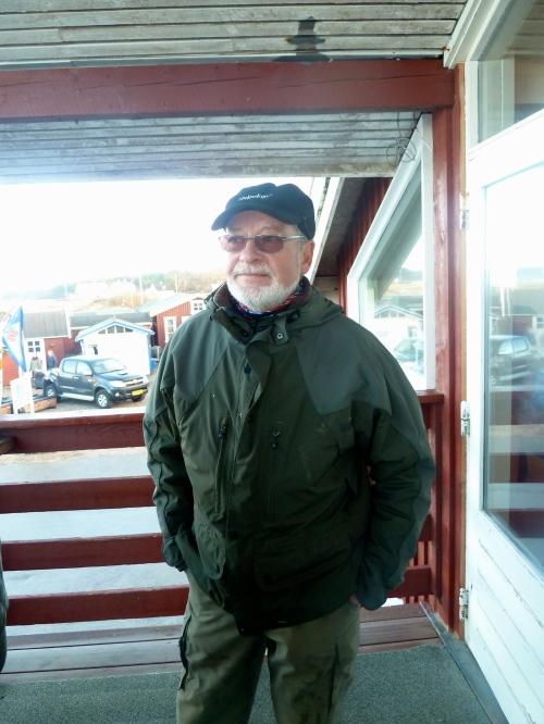 Finn Svendsen kom med kontanter til indsamlingen, men blev bedt om at overføre elektronisk. Penge var doneret af hans billardklub Pot. Foto: Lotte Lund.