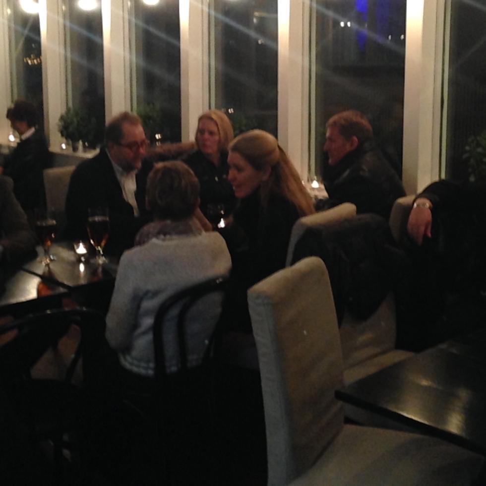Blandt gæsterne i Charity Bar sås også advokat og byrådsmedlem Anders Drachmann og hans søde hustru Charlotte. Foto: Mette Clemmensen.