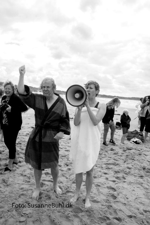 Formand for Hornbæk Turistforening Olav Berntsen og Helsingørs borgmester Benedikte Kiær offentliggør at 735 hornbækkere har slået Skagens udfordring. Foto: SusanneBuhl.dk.