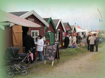 Fra tidligere års jul i skurbyen på Hornbæk Havn. Foto: Hornbæk Havneforening.