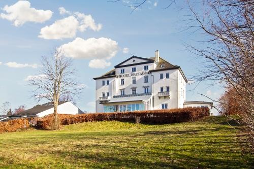 Hotel Bretagne - også til salg. Foto: Nybolig Erhverv.