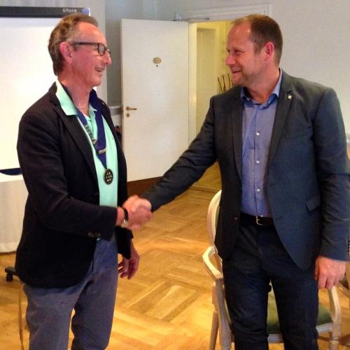 Bøje Larsen tv og Rasmus Ebbe th i Hornbæk Rotary Klub sommer 2016.jpg
