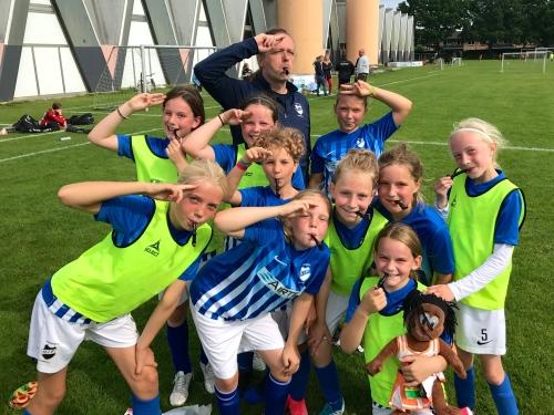 Fodboldpiger Hornbæk lakridpiber foto Lotte Lund.JPG