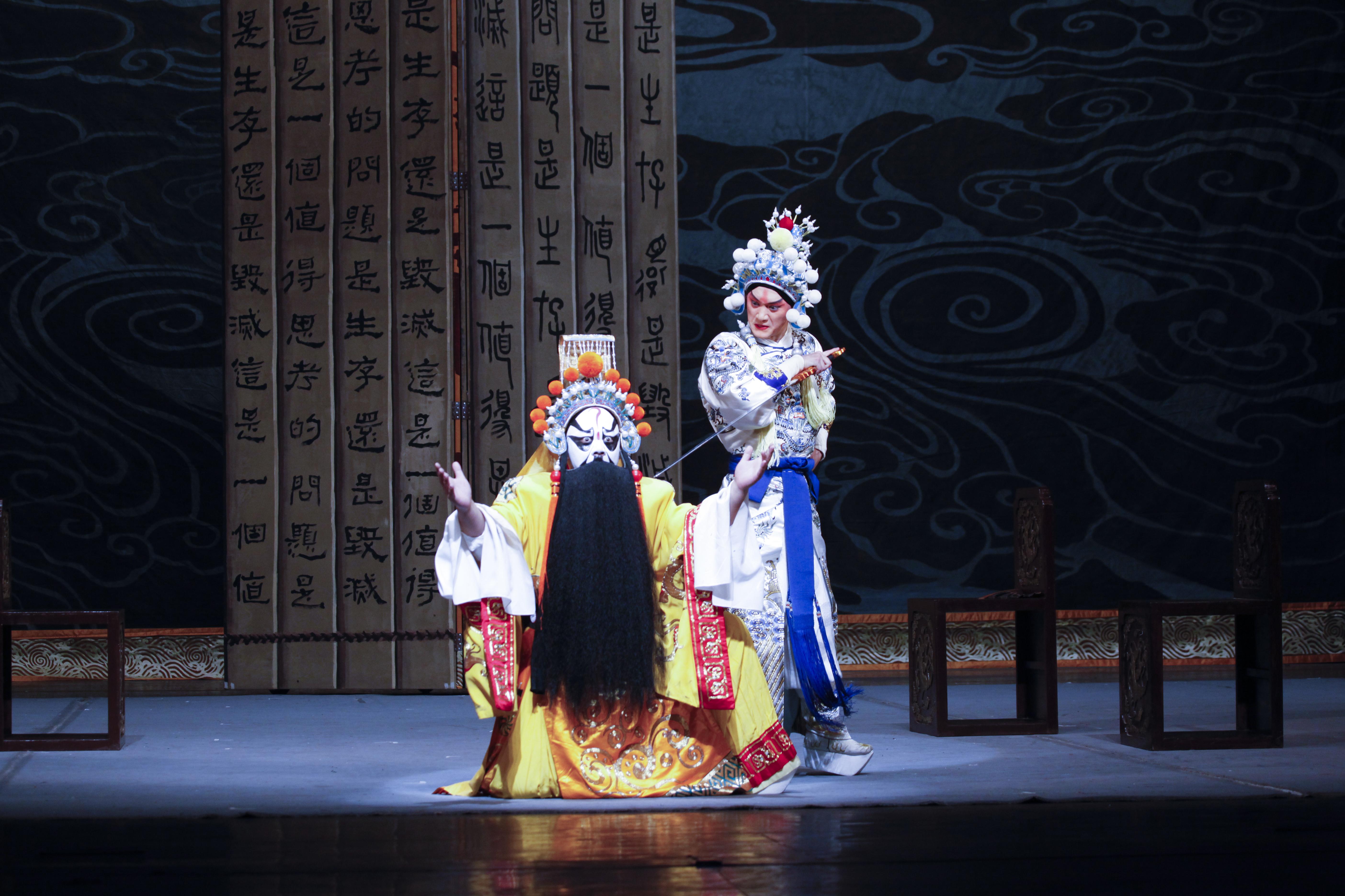 Hamlet-The-revenge-of-prince-zi-dan-forestillingsfoto-foto-Shanghai Jingju Theatre Company